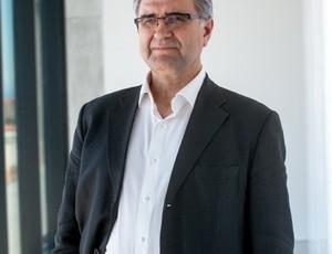 Gosaria José Antonio Herce ekonomian adituarekin