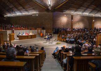 Acto de investidura de nuevos graduados en Educación Primaria en el campus de San Sebastián de la Universidad de Deusto